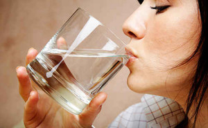 drinking water on empty stomach